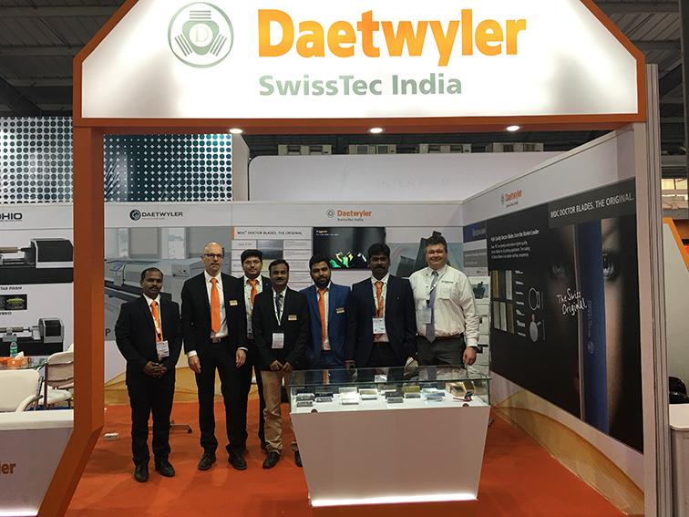 Daetwyler SwissTec India Standpersonal an der Fachmesse Plastindia